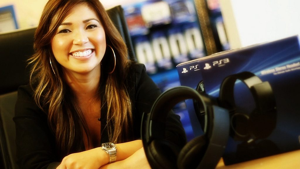 PS3 Wireless Stereo Headset Available Now, Take the Tour